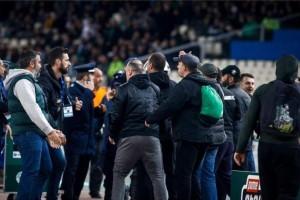 Παναθηναϊκός - Ολυμπιακός: Ολιγόλεπτη διακοπή του αγώνα! - Οπαδοί έκαναν εισβολή!
