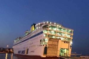 Δεμένα τα πλοία στον Πειραιά λόγω θυελλώδων ανέμων!