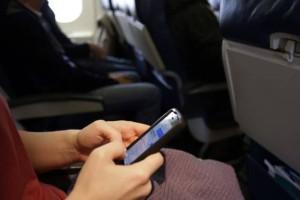 Εσύ ξέρεις γιατί πρέπει να κλείνουμε τα κινητά μας στο αεροπλάνο;