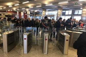 Έρχονται αλλαγές σε Μετρό και ΗΣΑΠ! - Θα κλείνουν γρηγορότερα οι μπάρες πλέον!