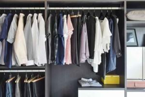Πως να οργανώσετε σωστά την ντουλάπα σας για πιο εύκολη χρήση