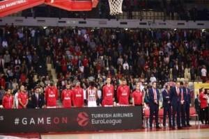 """Ολυμπιακός: Όρθιο όλο το ΣΕΦ για να τιμήσει τον """"μεγάλο αντίπαλο"""" Θανάση Γιαννακόπουλο!"""