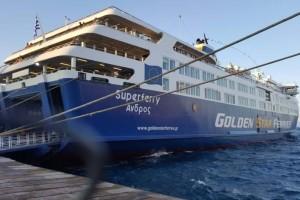 Βλάβη στο Superferry: Επιστρέφει στο λιμάνι της Ραφήνας!