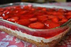 Εύκολο γιαουρτογλυκό ψυγείου με φράουλες!