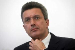 """Νίκος Χατζηνικολάου: Η """"συμμορία"""" με τα μαύρα γυαλιά! Φωτογραφία απόδειξη!"""