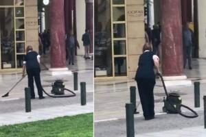 Πόσο φίλη μας; Γυναίκα έβαλε ηλεκτρική σκούπα στην Πλατεία Αριστοτέλους!