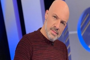 Χαμός με τον Νίκο Μουτσινά! - Γιατί «πλακώνονται» οι φίλοι του στο Instagram;