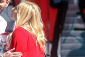 Φαίη Σκορδά: Σε πελάγη ευτυχίας! Τα φιλιά και οι αγκαλιές σε δρόμο της Θεσσαλονίκης!