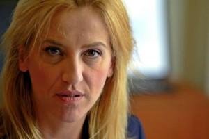 Ρένα Δούρου: Οι καταγγελίες της για ομαδικά μηνύματα  με προκλητικό περιεχόμενο!