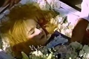 """Αλίκη Βουγιουκλάκη: """"Λίγο πριν την βάλουν στο φέρετρο..."""": Ανατριχιαστική αποκάλυψη δευτερόλεπτα πριν την κηδεία της!"""