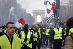 """Γαλλία: Το 60% του λαού δεν θέλουν άλλο τα """"κίτρινα γιλέκα""""!"""
