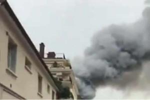 Φωτιά ξέσπασε πριν λίγο στις Βερσαλίες!