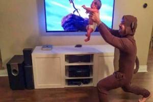 Όταν οι γονείς έχουν απίστευτη αίσθηση του χιούμορ..το αποτέλεσμα είναι απίστευτο! (Video)
