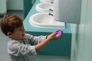 Εσύ ήξερες γιατί δεν πρέπει να χρησιμοποιούμε τους στεγνωτήρες χεριών στις τοαλέτες;