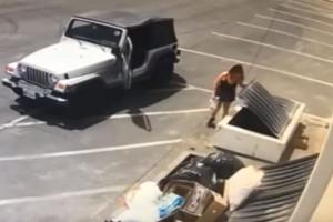 Αδιανόητο στην Καλιφόρνια: Γυναίκα πέταξε επτά κουτάβια στα σκουπίδια! (Video)