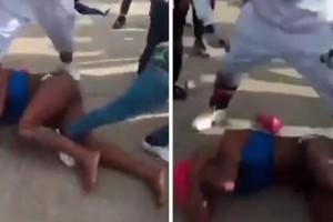 Σοκαριστικό: Γρονθοκοπούν και κλωτσούν διεμφυλική γυναίκα στη μέση του δρόμου! (Video)