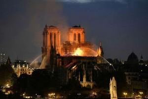 Η φωτογραφία της ημέρας: Θλιβερή εικόνα από την Παναγιά των Παρισίων!
