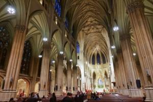 Συναγερμός στις ΗΠΑ: Άντρας εισήλθε στον καθεδρικό ναό Σεντ Πάτρικ με μπιτόνια βενζίνης και αναπτήρα!
