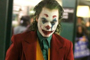 O Joaquin Phoenix είναι ο Joker και το νεό τρέιλερ μας τρέλανε!