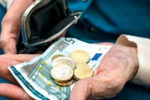 Χαμός με τις συντάξεις: Γιατί δεν μπήκαν όλα τα λεφτά;