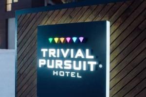 Σε αυτό το ξενοδοχείο δεν πληρώνεις απλά πρέπει να απαντήσεις σωστά!
