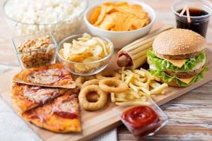 Fast food: Τι συμβαίνει όταν τρώμε συχνά φαγητό «απ΄έξω»