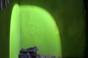 Aνατριχιαστικό:  Πήγε να βάλει τα παπούτσια του και τον περίμενε μια έκπληξη! (Video)