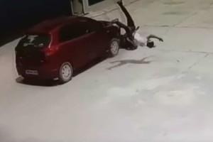 Σοκαριστικό: Εκσφενδονίστηκε στον αέρα αλλά δεν έπαθε τίποτα!
