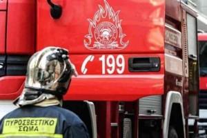 Ισχυρή φωτιά ξέσπασε σε πλοίο στο Πέραμα!