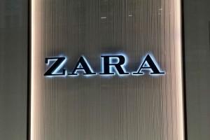 ZARA: Τα φλατ σανδάλια  που έχουν σαρώσει σε πωλήσεις!