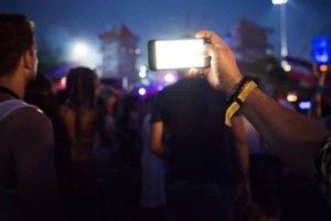 Σκωτία: Υπεύθυνοι φεστιβάλ απαγορεύουν τα κινητά!