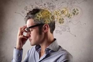 Οι Έξυπνοι άνθρωποι κοιμούνται αργά είναι ακατάστατοι και βρίζουν