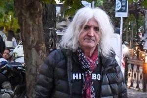 Ούρλιαζε ο Νίκος Καρβέλας: Τους έπιασαν στα πράσα με την πρώην του και κόντεψε να πετάξει τα ψώνια στους φωτογράφους!