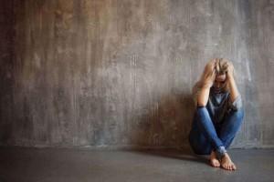 8+1 συμπτώματα της κατάθλιψης που μαρτυρά το σώμα μας!