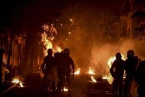 Πολυτεχνείο: Επίθεση σε ΜΑΤ με μολότοφ!