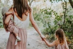 6+1 κοινά τραύματα που εμφανίζουν οι κόρες που δεν έχουν αγαπηθεί από τις μητέρες τους!