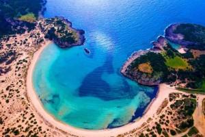 """Αυτές είναι οι ελληνικές παραλίες που βραβεύτηκαν με """"Γαλάζια Σημαία"""" για το 2019!"""