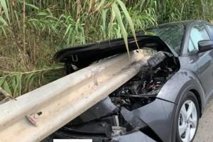 Σοκαριστικό τροχαίο στη Ρόδο: Προστατευτική μπάρα διαπέρασε αυτοκίνητο!