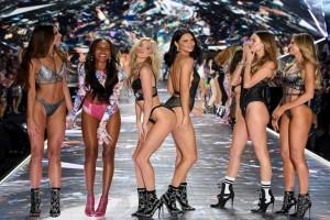 Διάσημοι οίκοι μόδας λένε «όχι» στα ανήλικα μοντέλα!
