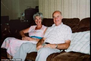 Μετά από 64 χρόνια γάμου έμαθε ότι ο άντρας της ήταν μυστικός πράκτορας!