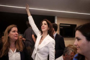 Ο έξαλλος χορός της Αλεξίας Μπακογιάννη για την νίκη του αδερφού της! (Video)