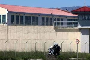 Φυλακές Τρικάλων: Έπεσαν φωτοβολίδες και είναι όλοι σε επιφυλακή!