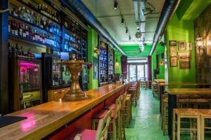 FABRICA DE VINO: Ιστορίες συνοδευόμενες από καλό κρασί στο πρώτο Wine Bar της πόλης!