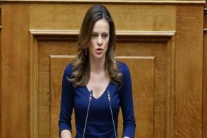 Έφη Αχτσιόγλου: Αιχμές στην Νέα Δημοκρατία για τους φόβους της και το debate!