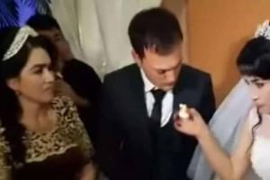 Γαμπρός ρίχνει χαστούκι στη νύφη την ώρα του γάμου γιατί... (Video)