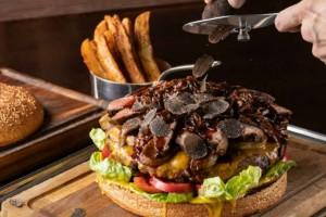Απίστευτο: Αυτό είναι το πιο ακριβό burger του κόσμου!