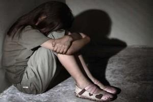 Σοκ: Μητέρα κακοποιούσε τα 15 παιδιά της και έβραζε κουτάβια μπροστά τους!