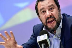 Ιταλία: Ο Σαλβίνι κρατά στην θάλασσα 42 μετανάστες!