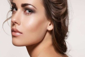 Ποια είναι τα μυστικά του μακιγιάζ για λιπαρό δέρμα;