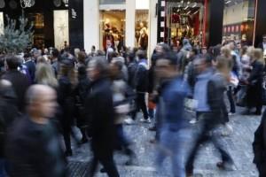 Αγίου Πνεύματος: Πως θα λειτουργήσουν σήμερα τα καταστήματα σε Αθήνα και Θεσσαλονίκη;